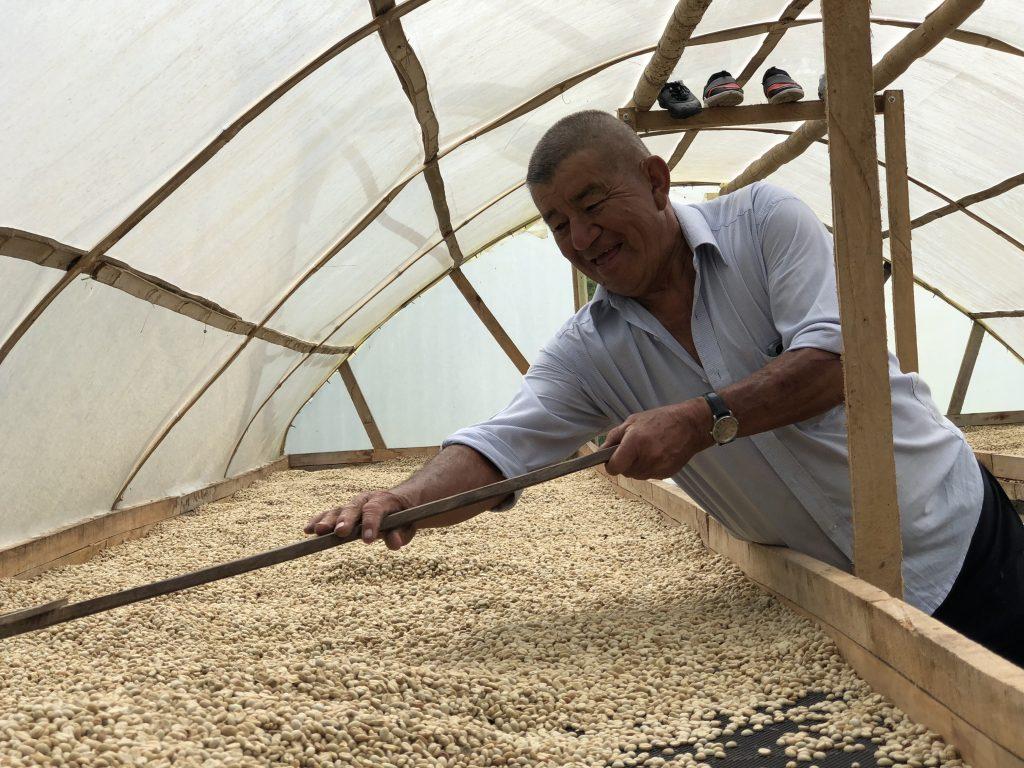 Polo Enriquez in seinem Trocknungstunnel