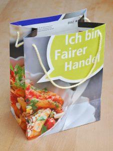 Upcycling: Tasche aus alten Plakaten